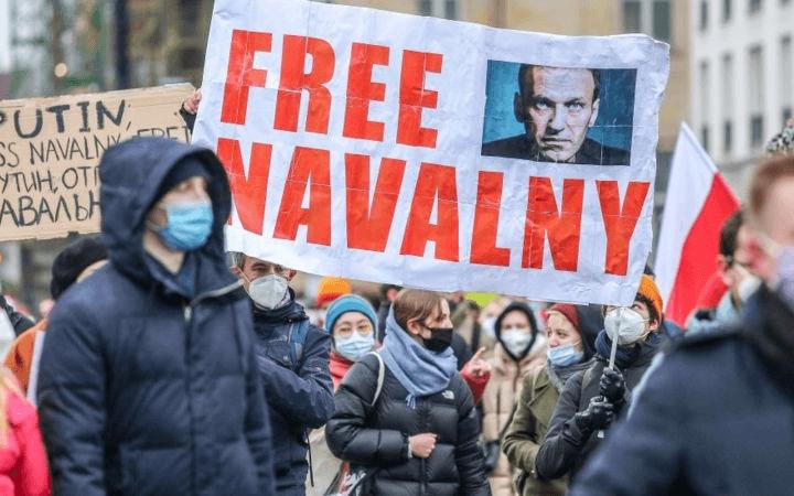 Акции в поддержку Навального: Полиция ответила обысками и задержаниями