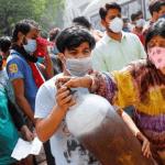 в Индии умерших жгут на парковках, Ситуация в Индии продолжает ухудшаться
